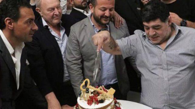 Un Maradona eufórico generó conmoción en Nápoles