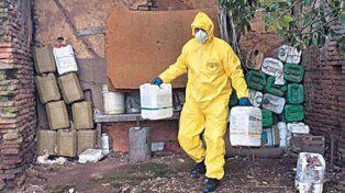 Retiran algunos de los bidones con las sustancias tóxicas.
