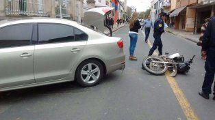Motociclista lesionado en una colisión ocurrida en una arteria céntrica