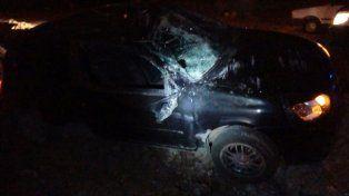 El conductor de un auto perdió el control y terminó en la banquina