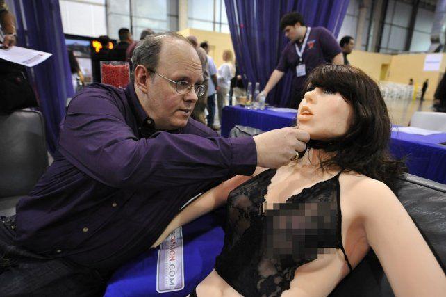 Alertan de los riesgos de acostarse con robots sexuales