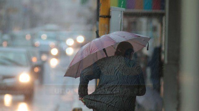 Jornada con lluvias y tormentas, vientos moderados y una máxima de 14 grados