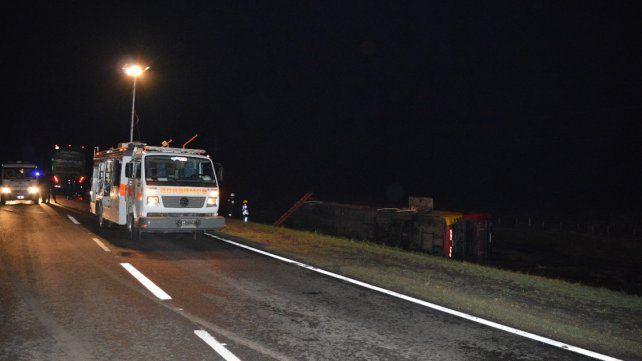 Ruta 12: Volcó un colectivo que tenía como destino Buenos Aires