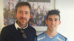 Lautaro Comas firmó y se mostró con la camiseta del elenco chileno