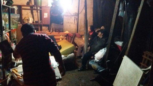 Tras la lluvia, 5 familias esperan ayuda a la intemperie