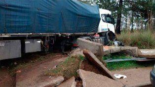 El accidente se produjo alrededor de las 5 de la mañana entre un camión con acoplado y un automóvil.