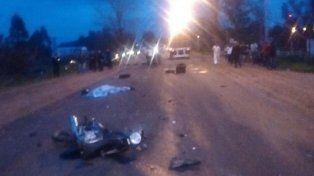 Murió un motociclista y su acompañante resultó herido, al chocar contra un camión