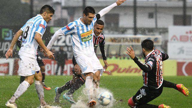 El partido entre Chacarita y Juventud Unida fue suspendido por lluvia