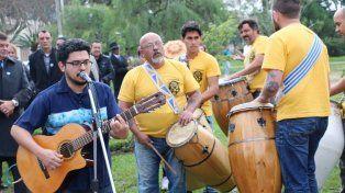 El guitarrista y los candomberos.