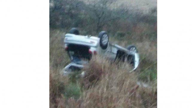 Una familia resultó ilesa tras volcar un auto en la ruta nacional 127