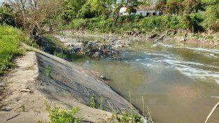 Cauce. Por la contaminación del arroyo