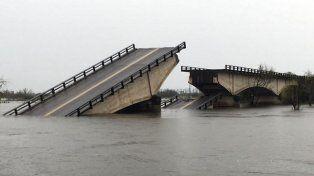 Buscan a un hombre que cayó con su camioneta al arroyo Guazú, donde se desplomó el puente
