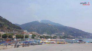 Un incendio obliga a evacuar a cientos de turistas en Sicilia