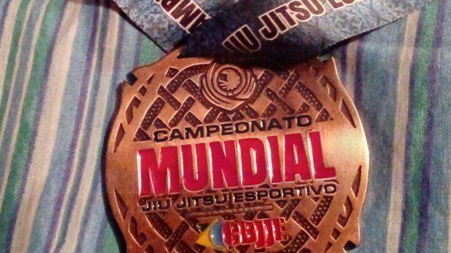 Orgullo. La medalla será un fuerte incentivo para el luchador paranaense que tiene varios frentes que atender en el futuro.