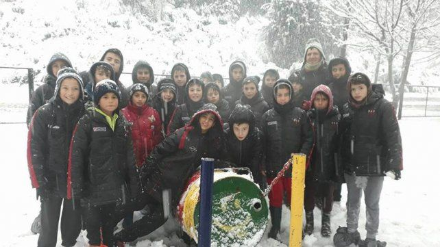 En la nieve. Las categorías 2004 y 2005 de Patronato disfrutan de su viaje de recreación en San Martín de los Andes.