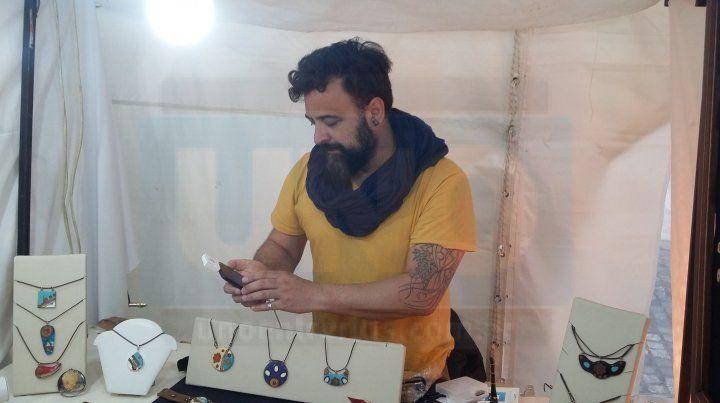 Exigencias del mercado impulsan a los artesanos a vender con tarjeta