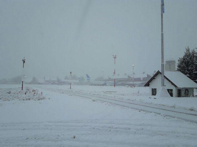 Al menos 32 pasos fronterizos entre Argentina y Chile cerrados por temporal de nieve