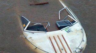 Una embarcación chocó contra una piedra en el río Paraná y se hundió