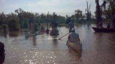 pescadores desaparecidos: amigos y familiares realizan una busqueda paralela y apuntan al dueno de una isla