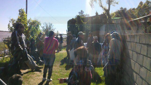 Pescadores desaparecidos: Amigos y familiares realizan una búsqueda paralela y apuntan al dueño de una isla