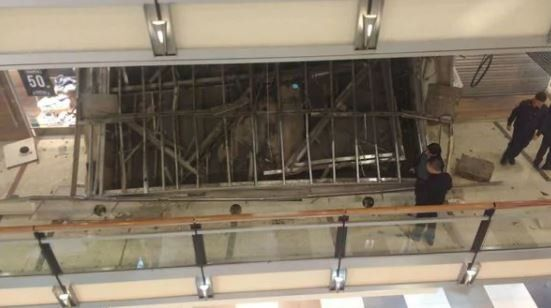 Se derrumbó parte de un techo del shopping Abasto