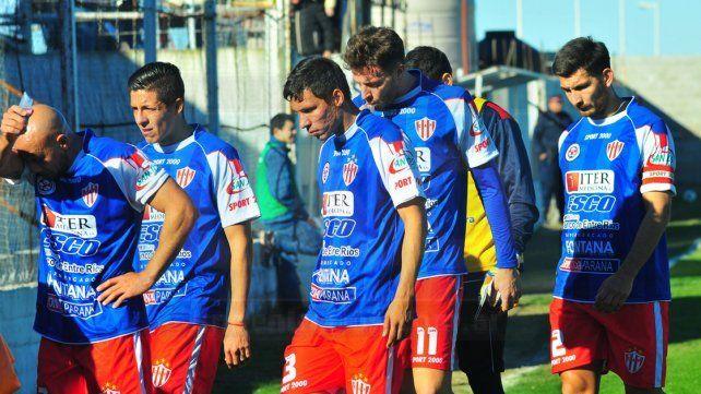Dura derrota de Atlético Paraná en el Pedro Mutio. FotoUNOJuan Manuel Hernández