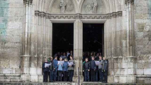 El coro de la catedral de Ratisbona durante un ensayo en 2014