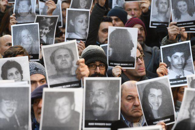Bajo el lema 23 años de impunidad en la historia de todos se renovaron las demandas de Justicia por el atentado en AMIA