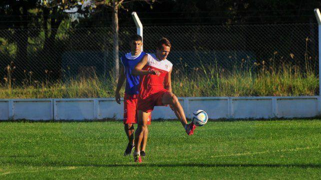 Nicolás Ledesma jugó 18 meses en Atlético Paraná. Podría tener un nuevo ciclo en el Decano.