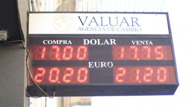 En alza. Ayer la divisa marcó un record histórico y puede estar ligado a las elecciones.