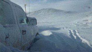 La travesía de una familia atrapada por la nieve que debió pasar 25 horas dentro de su camioneta