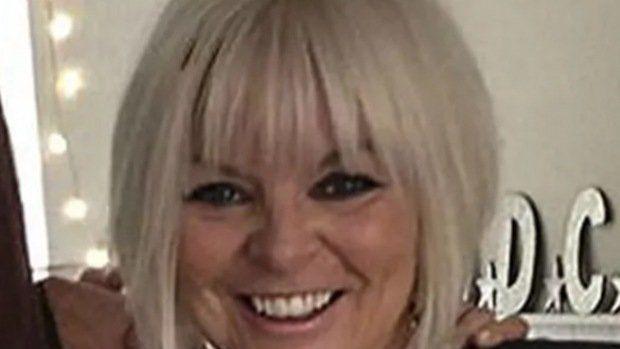 Era azafata, se convirtió en maestra y ahora está presa: tuvo sexo con un alumno en su camioneta familiar