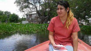Mara es promotora de salud. Se levanta a 5.30 para recorrer 40 kilómetros hasta su lugar de trabajo, todos los días. Su sueldo está atrasado.