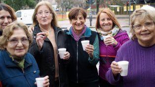 Jubiladas de PAMI festejando el Día del Amigo. Foto PAMI.
