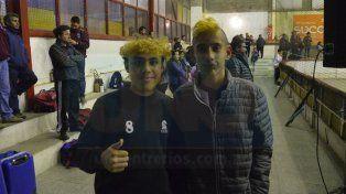 Los chicos disfrutaron la última jornada del torneo y posaron para la foto con su particular corte. Foto UNO Mateo Oviedo