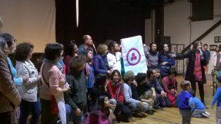 El Nodo Paraná de la Casa de la Pax entregóuna bandera de la paz a la Tribu del Salto.