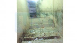 El depósito. Los residuos patológicos también caen a la vereda.