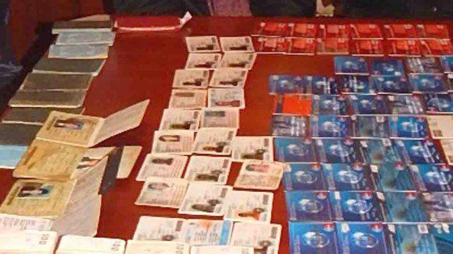 Financistas. El rubro que explotaban los Celis se confirmó con el secuestro de decenas de tarjetas.