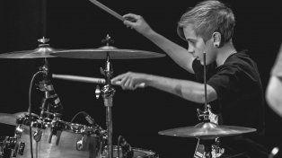 El joven baterista paranaense Giuliano De Bueno.