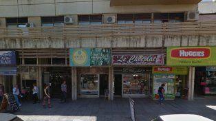 Un delincuente golpeó a una empleada de un comercio y huyó con dinero
