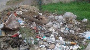 Reclaman la limpieza de un basural en calle Félix de Azara y Pablo Lorentz
