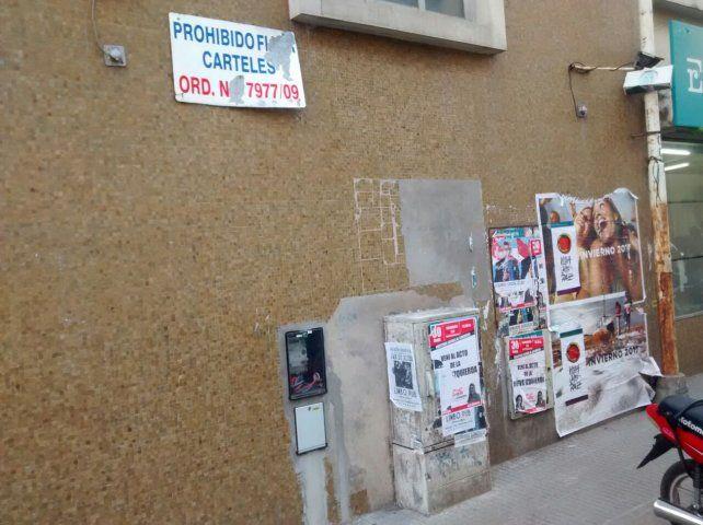 Frente castigado. Las paredes de la Caja de Jubilaciones
