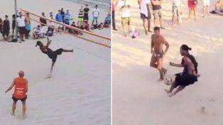 Ronaldhino sigue demostrando su talento en la playa