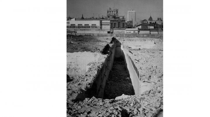 Grieta. Obras viales en la porteña avenida 9 de Julio en 1930.