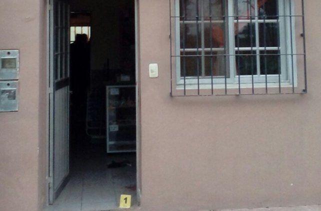 La policía levantó pruebas en la casa del agresor.