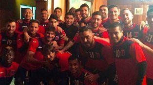 Riquelme visitó el entrenamiento de Tigre y Caruso lo invitó a jugar