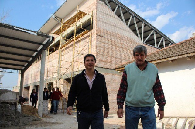 Gustavo Zavallo y Juan Carlos Kloss recorriendo obras.
