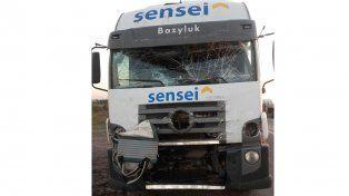 Cinco hombres fueron hospitalizados tras un choque entre dos camiones