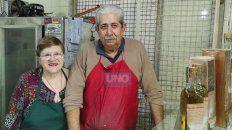 En la feria de Salta y Nogoyá, don Roberto y doña Ñata venden la caña con ruda que deberá tomarse en ayunas el próximo 1° de agosto.