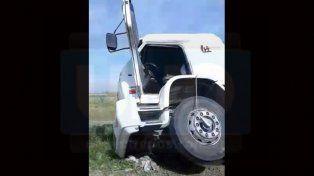 Volcó un camión con broza en avenida Jorge Newbery